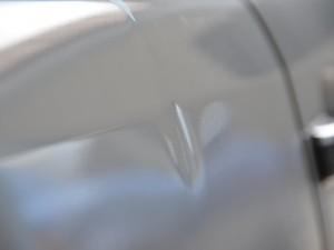 W202メルセデスベンツ ドアデントリペア前