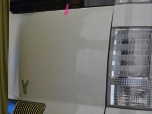 VOXYバックドアのビッグデント修理後・上側基準を映して確認