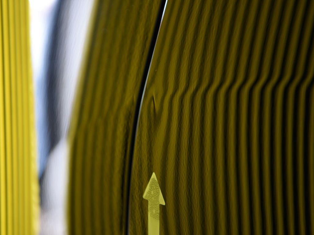 RX270のリアフェンダーのデントリペア前 ラインボードで確認