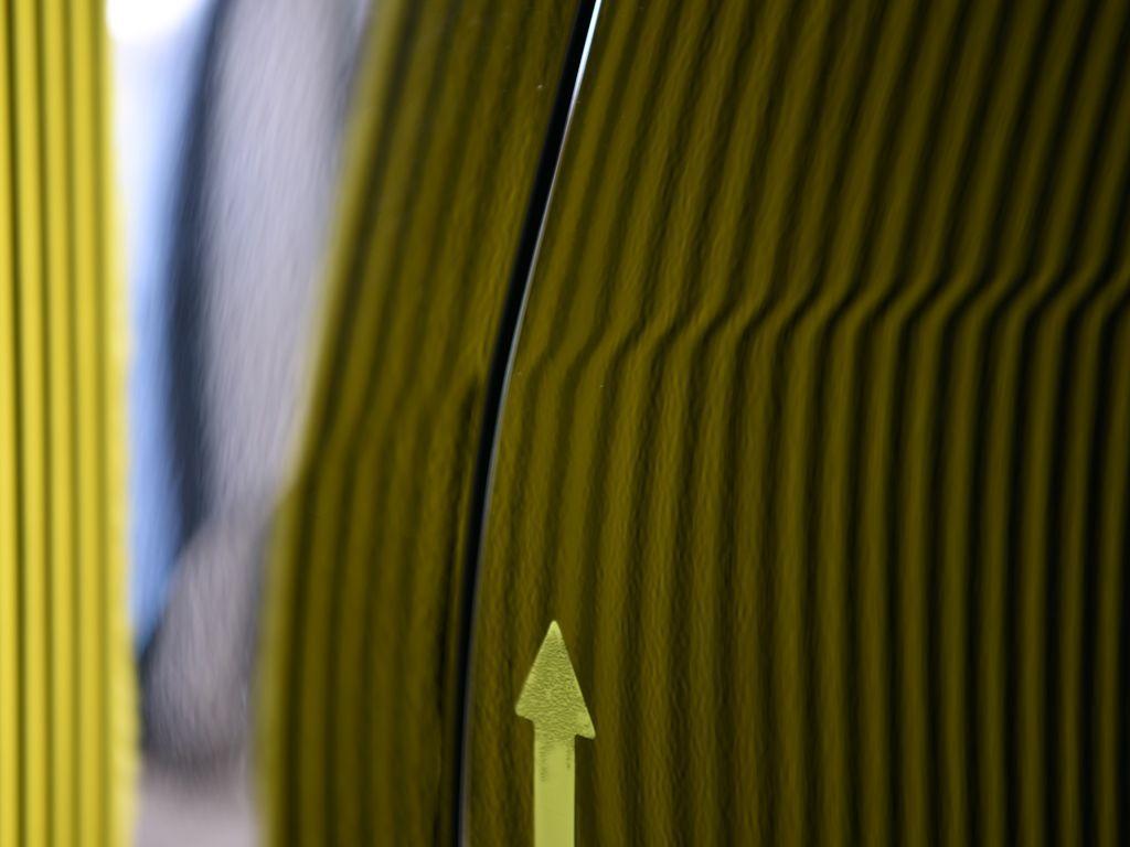 RX270のリアフェンダーのデントリペア後 ラインボードで確認