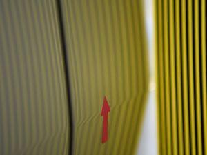 アルファード右フロントドアのデントリペア後 リフレクターボードで確認