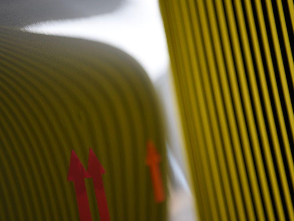 ポルシェ991 リアフェンダーのデントリペア前 ラインボードで確認