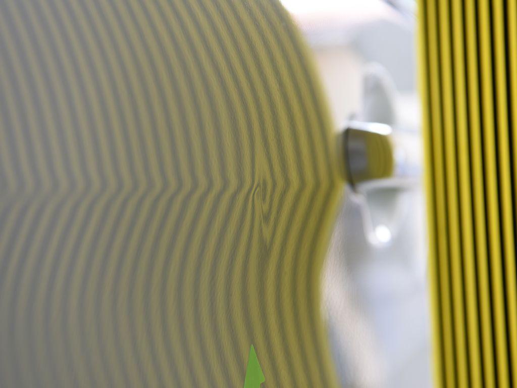 右スライドドアのデントリペア前 ラインボードで確認