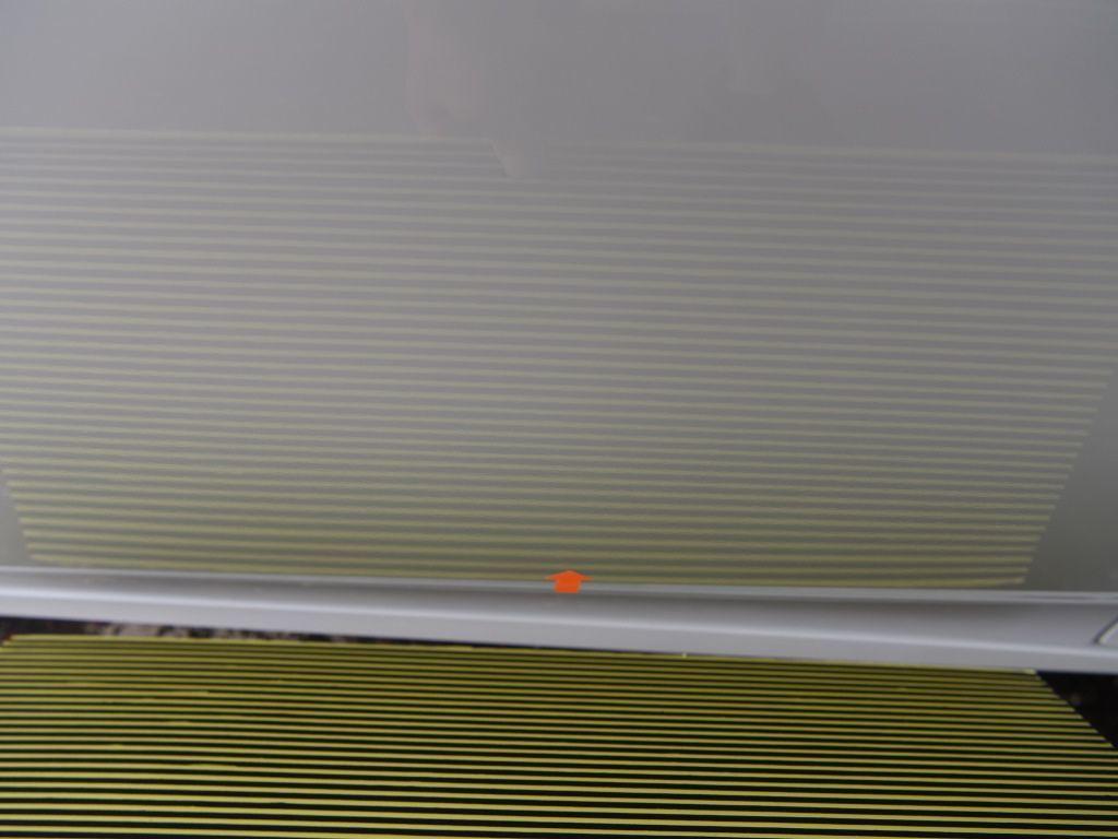 プリウスPHV ドアのデントリペア下側 修理後ラインボードで上からの確認
