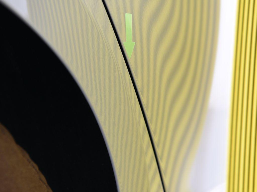 フォルクスワーゲン ゴルフ 右リアフェンダーアーチ デントリペア後 ラインボードで確認