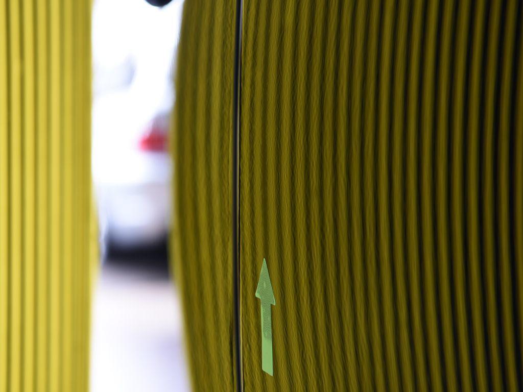 NX300 リアドア前端デントリペア後1 ラインボードで確認