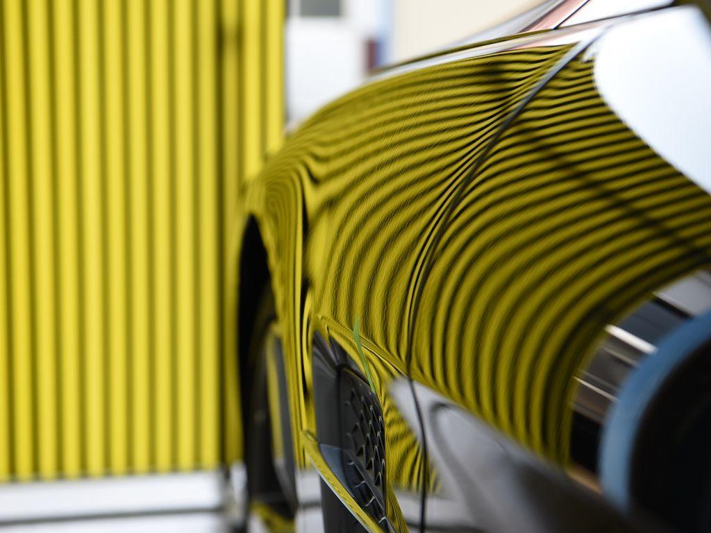 ベンツSL400 アルミ左フロントフェンダーのデントリペア後 ラインボードで確認
