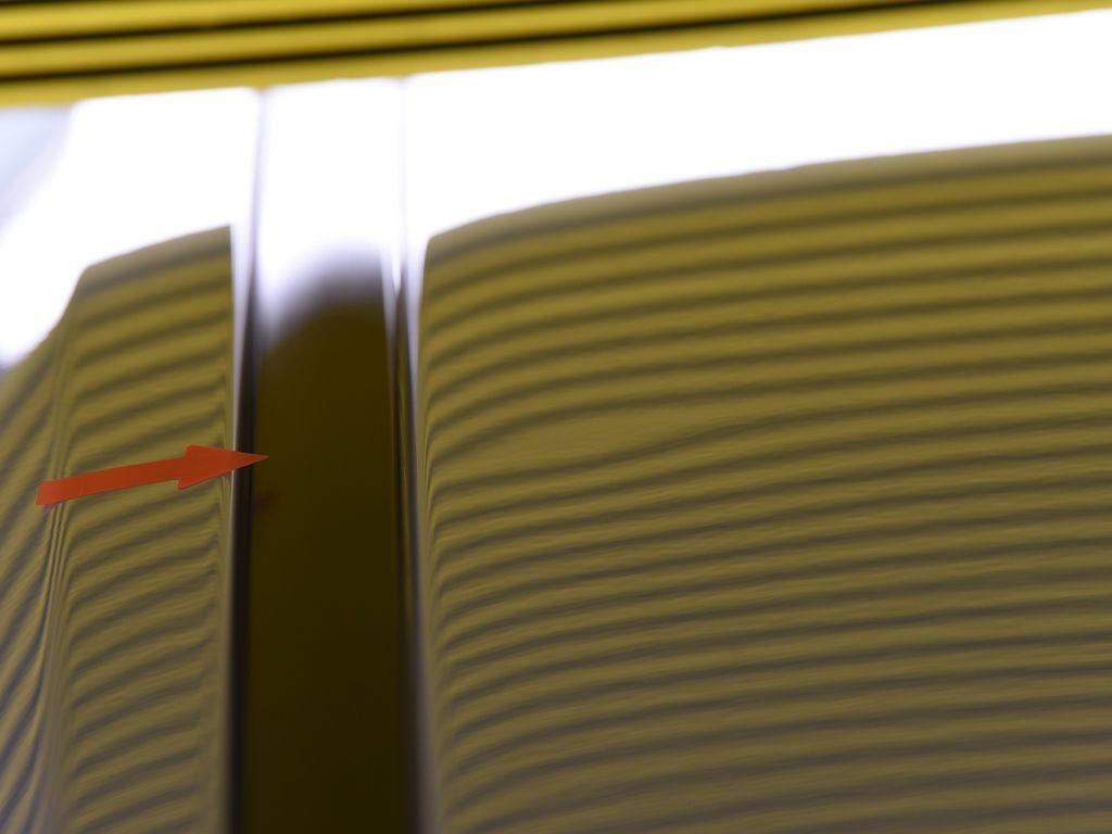 レクサス NX ルーフのデントリペア前 ラインボードで確認