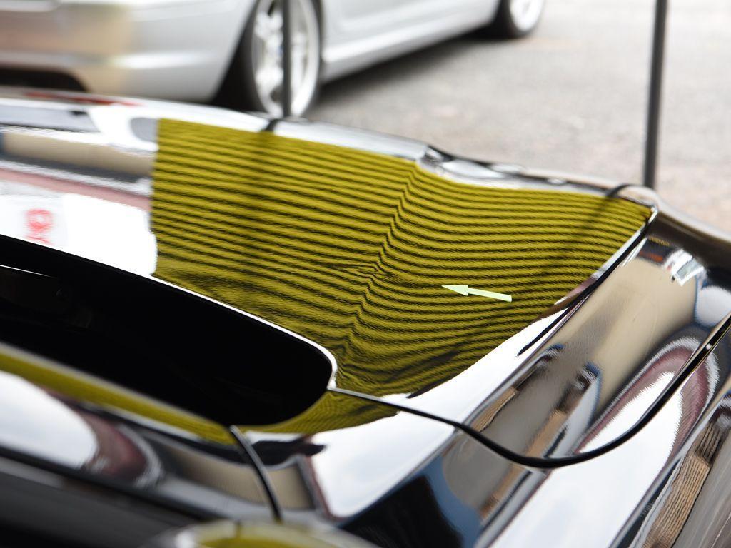 BMW420i ボンネットのデントリペア前 ラインボードで確認