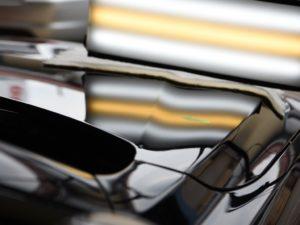 BMW420i ボンネットのデントリペア前 ライトで確認