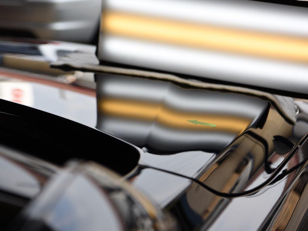 BMW420i ボンネットのデントリペア後 ライトで確認