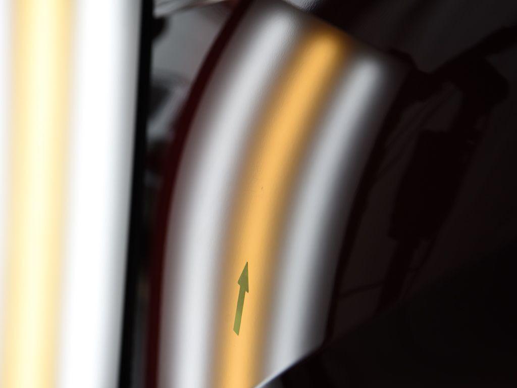 CH-R 左リアドア デントリペア後 ライトで確認