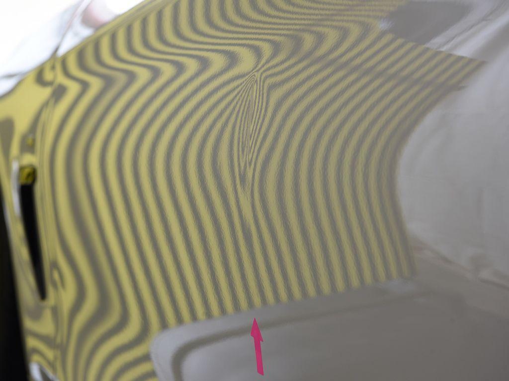 BMW435iクーペ 左ドアのデントリペア前 ラインボードで確認