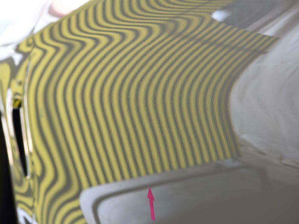 BMW435iクーペ 左ドアのデントリペア後 ラインボードで確認